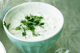 Receta de aderezo de yogur con curry y eneldo