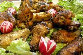 Receta de alas de pollo con ensalada