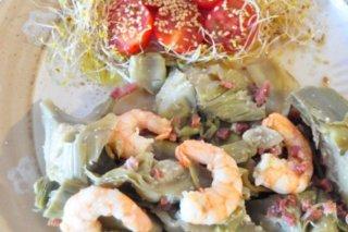 Receta de alcachofas rehogadas con jamón y langostinos