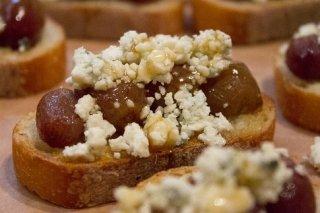 Receta de aperitivo de queso azul y pasas