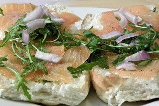 Receta de aperitivos de salmón con queso