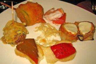 Receta de bocaditos de queso, calabacín rebozado y mini hamburguesas