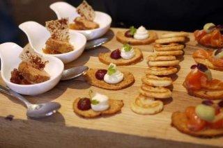 Receta de vasitos de salmorejo, bocados de tortilla y volovanes de anchoa