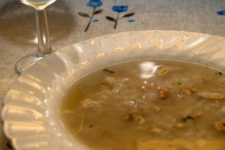 Receta de arroz caldoso con pescado, piñones y hierbabuena