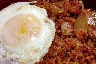 Receta de arroz frito con bacon y huevo