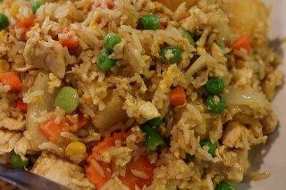 Receta de arroz frito con pollo y verduras