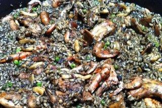 Receta de arroz negro con sepia y langostinos