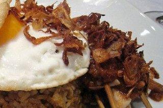 Receta de arroz salteado con huevo frito