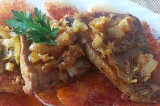Receta de atún encebollado con patatas