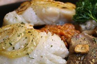Receta de bacalao al horno con setas y paté de pimientos y berenjenas