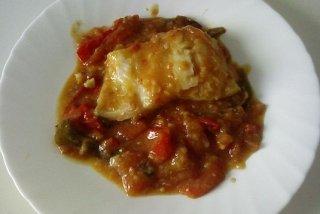 Receta de bacalao con tomate y costra de pan de ajo