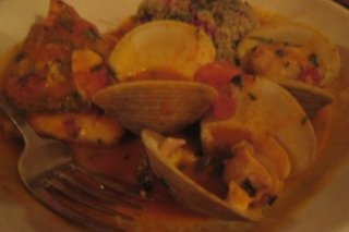 Receta de bacalao en salsa con almejas