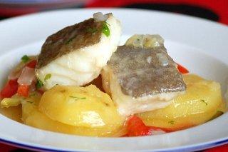 Receta de bacalao con patatas y tomates
