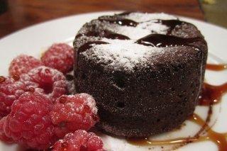Receta de bizcocho de chocolate con frambuesas