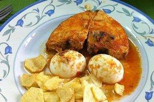 Receta de bonito con tomate y huevo cocido