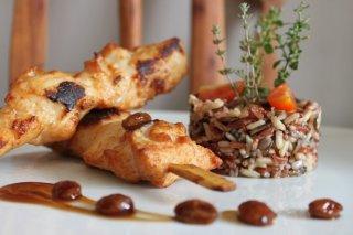 Receta de brochetas de pollo con arroz salvaje