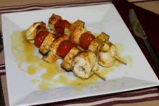 Receta de brochetas de pollo con verduras en estuche de vapor lékué