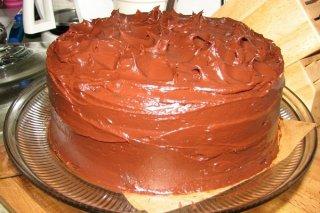 Receta de cake relleno de nata con cobertura de chocolate
