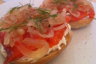Receta de canapés de queso con salmón