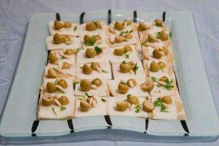 Receta de canapés de queso y aceitunas