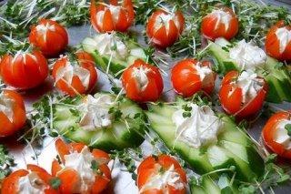 Receta de canapés de tomate cherry y queso crema