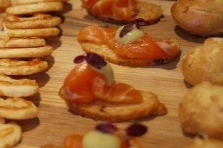 Receta de canapés de foie, salmón y queso de untar