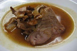 Receta de carrillada de cerdo con sofrito de setas y cebolla