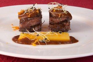 Receta de carrilleras de cerdo ibérico con salsa de chocolate y naranja