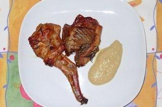 Receta de conejo asado con salsa de manzana, piña y romero
