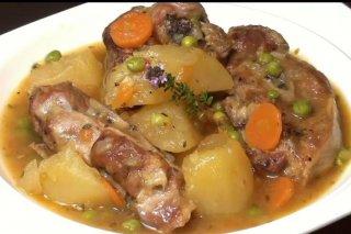 Receta de cordero guisado con patatas