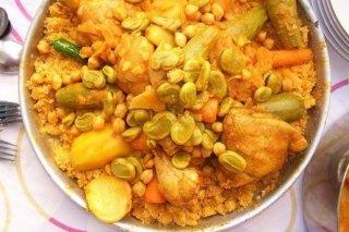 Receta de cous cous de pollo con verduras, pasas y pistachos