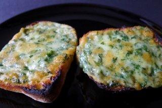 Receta de crujiente de pan y queso