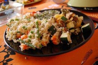 Receta de cuscús de cordero con verduras, pasas y especias