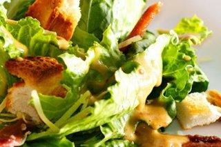 Receta de ensalada césar con aguacate