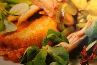 Receta de ensalada con berenjenas y codornices, regada con miel