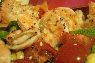 Receta de ensalada con frutas, caviar y langostinos