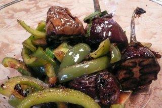 Receta de ensalada de berenjenas y pimientos verdes