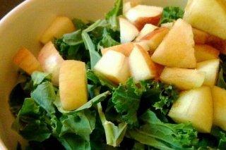 Receta de ensalada de col rizada y manzana