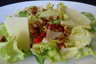 Receta de ensalada de escarola con queso y nueces