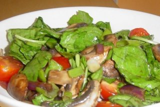 Receta de ensalada de espinacas con champiñones