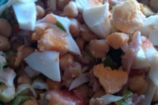 Receta de ensalada de garbanzos con huevo