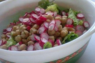 Receta de ensalada de garbanzos y rábano