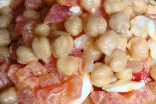 Receta de ensalada de garbanzos y tomate