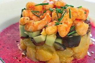 Receta de ensalada de langostinos y patatas con vinagreta de cerezas