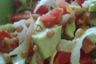 Receta de ensalada de lentejas con aguacate