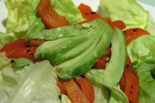 Receta de ensalada de pimiento morrón y aguacate