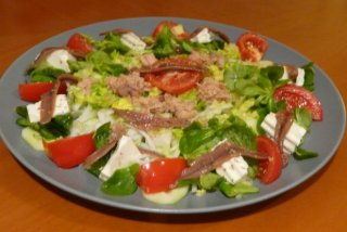 Receta de ensalada de queso fresco y anchoas