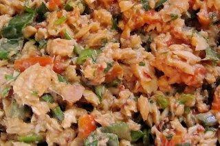 Receta de ensaladilla de salmón, pimiento rojo y mayonesa