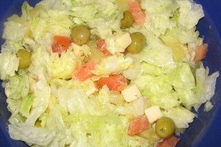 Receta de ensalada de salmón, queso y frutas