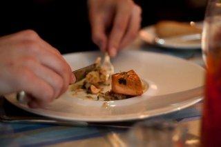 Receta de ensalada de salmón y judías verdes fritas
